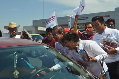 Desde el primer minute este domingo, el candidato a la alcaldía de Torreón por la Coalición Juntos Haremos Historia (Morena, PT y Encuentro Social) Ignacio Corona arrancó su campaña frente a la presidencia municipal.