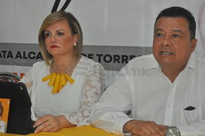 Con un encuentro con los medios de comunicación y militancia, fue como la candidata a la alcaldía Torreón por el Partido de la Revolución Democrática (PRD), Maty Valdés, arrancó su campaña.