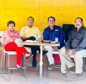 29042018 REENCUENTRO.  Los hermanos Mayra Luz, Carlos, Nicolás y Francisco Javier se reunieron en La Finca de Adobe de Madero. Ellos llegaron de la CDMX, Monterrey y Guasave para festejar a Nico y a su señora, Lourdes.