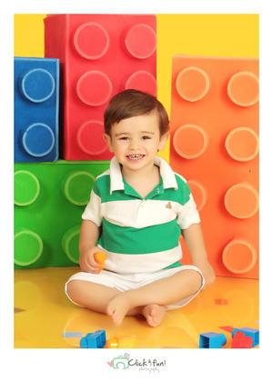 29042018 Diego Máynez en una fotografía con motivo del Día del Niño. - Click & Fun