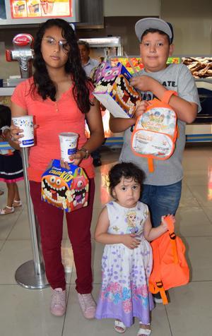 30042018 Margarita, Jesús Yarek y Valeria Estrella.
