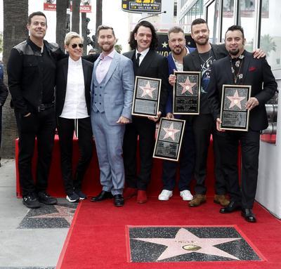 La boyband recibió su estrella en el Paseo de la Fama.