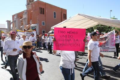 Trabajadores del magisterio que siguen sin pago, demandaron una solución a las autoridades.