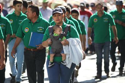 Asimismo, en una de las mantas se leía la exigencia de justicia por un presunto feminicidio de una joven originaria de Francisco I. Madero ocurrido en 2017.