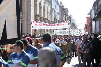 El desfile transcurrió sin incidentes de consideración y, salvo una brigada de Morena, los partidos políticos y candidatos atendieron la petición que hicieron previamente los trabajadores de que no hicieran presencia en el desfile para evitar confrontación y para que el sentido de esta fecha no se tergiversara.