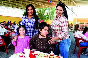 01052018 EN FAMILIA.  Ruby, Joseline, Ruby y Perla.