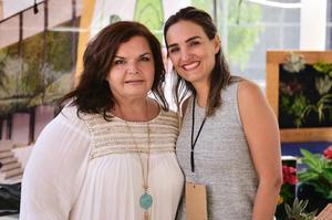 Yolanda Padilla y Xelha Garza.
