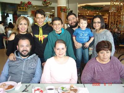 Alejandro, Daniel, Lidia, Roxana, Jorge, Alma, Luis, Rosario e Ian.