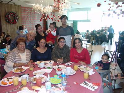 Yolanda, Mariano, Mónica, Mariza, Nadia, Víctor, Cristian Jr., Alondra e Isabela.