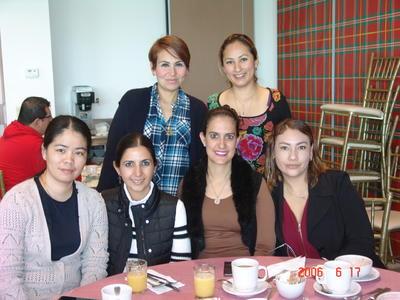 Jessica, Rocío, Cynthia, Alicia, Magda y Delfina.