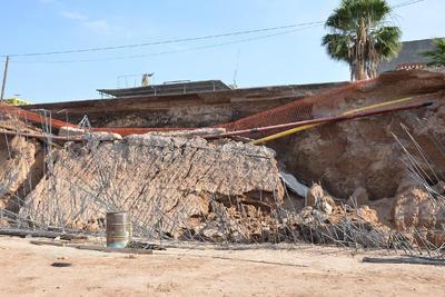Tras el incidente registrado la mañana de hoy, información oficial indicó que se estima un retraso en el colado de la zapata del muro estribo de una semana, lo cual no afecta el programa global de ejecución de la obra.