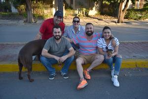 04052018 LA PASAN MUY BIEN.  Rudy, Lisa, Ricardo, Rolando y Esme.