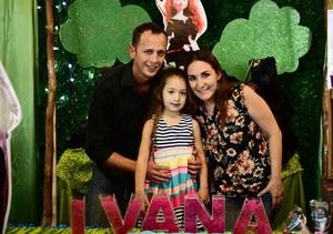 04052018 DIVERTIDA CELEBRACIóN.  Ivanna Wolff Muñoz acompañada por sus padres.