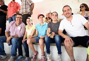 05052018 EN LOS TOROS.  Gerardo, Mary Jose, Diego, Rocío y Enrique.