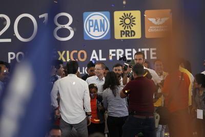 Seguidores se dieron cita en la Velaria de la Feria de Durango.