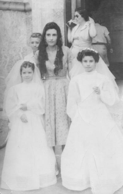 06052018 Sra. Amparo de Mora (f) con sus hijas, Amparo (f) y Cecilia.
