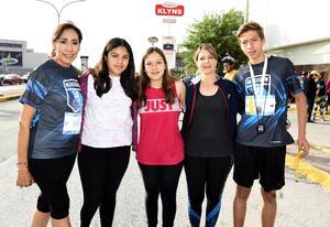 06052018 RUNNERS . Lucy, Ilsse, Ángela, Verónica y Eduardo.