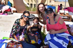 06052018 SE DIVIERTEN.  Laura, Salvador, Mónica y Moni.