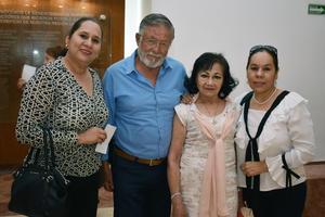 06052018 EN EL TEATRO.  Liliana, Mauricio, Lourdes y América.