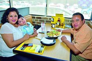 07052018 EN FAMILIA.  Liliana, Luis Pablo y Luis Alberto.