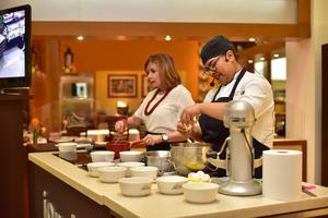 07052018 Las reconocidas chefs compartieron sus secretos para preparar ricos postres.