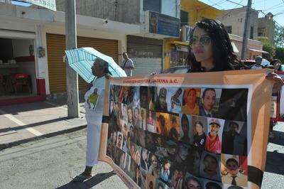 Como desde hace cinco años, el grupo Víctimas por sus Derechos en Acción (Vida), realiza su marcha de familiares de personas desaparecidas en el Día de las Madres.