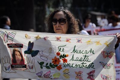 Alzaron pancartas sobre sus hijos desaparecidos.