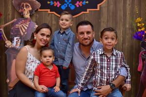 12052018 CUMPLE CUATRO AñOS.  Mikel Vargas celebró su cumpleaños en una divertida fiesta infantil. Lo acompañan sus papás y hermanos.
