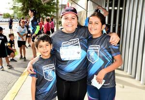 12052018 FELICES.  Larry Ignacio, Nadia Sofía y Diana Eiisa.