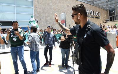 El arquero Jonatahan Orozco despide a los aficionados previo a su salida a Ciudad de México. El día de hoy (sábado 12 de mayo) celebra su cumpleaños.