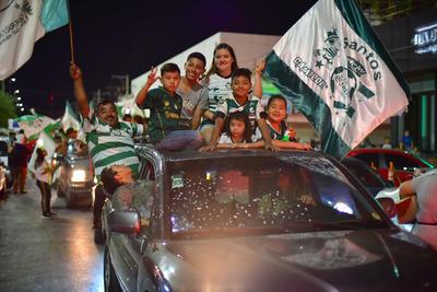 En algunos lugares donde la lluvia se hizo presentes los festejos concluyeron rápido. Las autoridades no informaron de personas detenidas por los festejos.