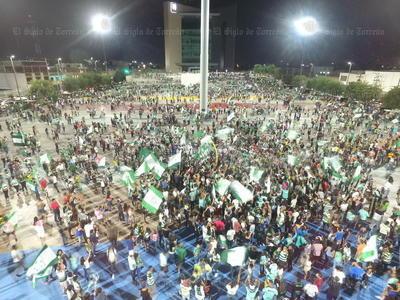 Luego de que el equipo Santos Laguna obtuviera su pase a la gran final del torneo de Clausura 2018 de la Liga MX cientos de aficionados salieron a las calles de la Comarca Lagunera a festejar.
