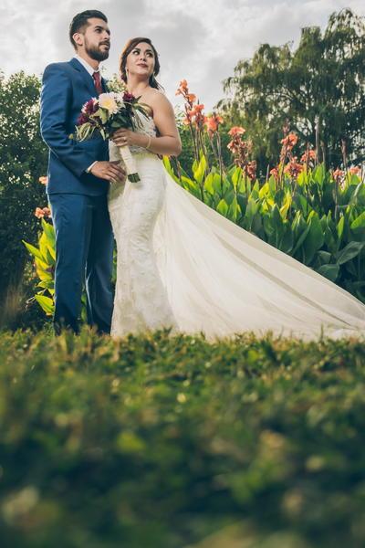 13052018 Edgar Alejandro Rodríguez Rosales contrajo nupcias con su prometida, Aldys Isais Lozano, en la Parroquia  Los Ángeles. Posteriormente, los recién casados ofrecieron una velada en el bello jardín de Villa Marquesa.