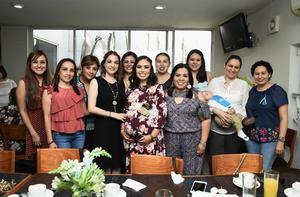 13052018 FIESTA DE CANASTILLA.  Mirna Pérez de González en el baby shower que le organizaron su cuñada, Natyeli Ríos, y su mamá, Mirna López.
