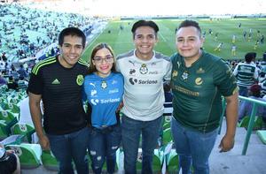 13052018 Claudia Castillo con Christian, Erick y Manuel Silveyra.