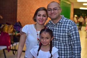 14052018 EN FAMILIA.  Óscar, Dalia y Sara.