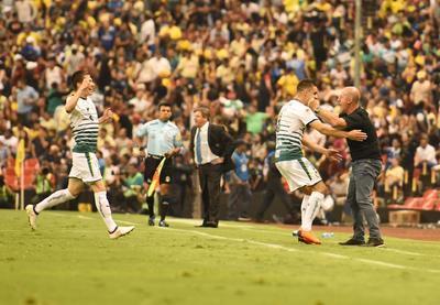 Los jugadores de Siboldi celebran el pase a la final.