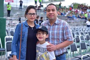 15052018 EN FAMILIA.  Martha, Mauricio y Diego.