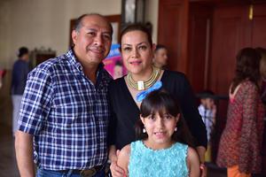 15052018 EN EL TEATRO.  Liliana, Victoria y Luis Carlos.