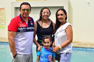 15052018 EN FAMILIA.  Daniel, Daniela, Nadia y Fernanda.