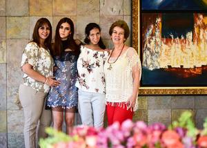 Kathia con su mama Lorena Arellano  su hermana  Sofia Mancillas Arellano  y su abuelita  Irma Cobian
