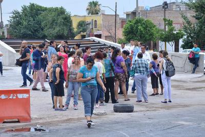 Los manifestantes esperaban la llegada de pipas para retirarse del lugar.