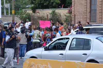 Ciudadanos de varias colonias del poniente de Torreón, entre ellas Plan de Ayala, Vista Hermosa, la Moderna y Miguel Hidalgo, iniciaran un bloqueo en una de las principales entradas de la ciudad.