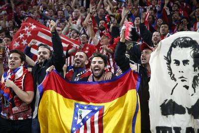 Los españoles aficionados celebraron muy contentos y orgullosos del club.