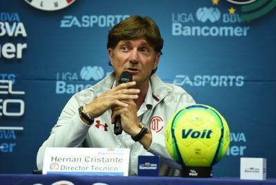 """En declaraciones, Hernán Cristante, técnico de los Diablos de Toluca señaló que el club se """"cuela"""" entre los grandes."""