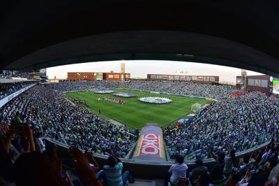 Así la vista del Estadio Corona desde el palco de prensa durante el protocolo de la Liga MX.