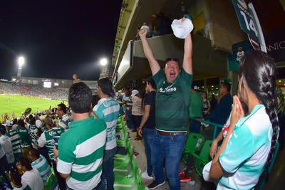 Los aficionados no pudieron contener la emoción de la alegría de otra final.