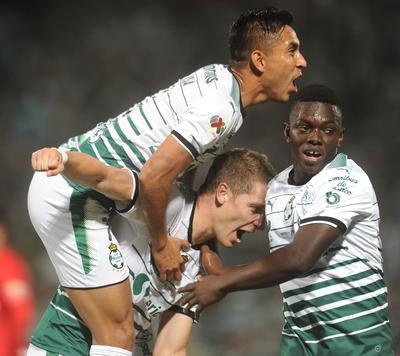 Santos está en la lucha por su sexto título al derrotar en la ida de la final a Toluca.