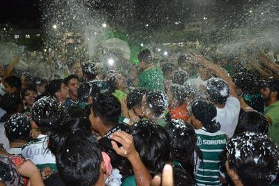 Afición celebra triunfo del Santos