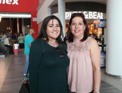 Rosario Favela y Mariana Nevárez.